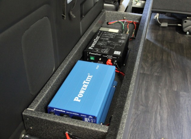 キャンピングカー バッテリー 充電