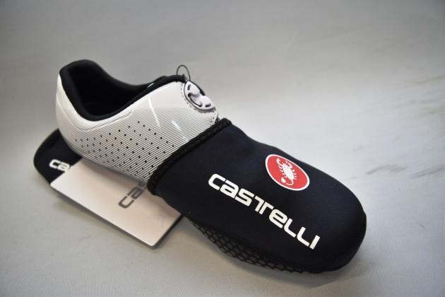 ロードシューズの足先部分の冷え防止にcastelli(カステリ)トウカバー