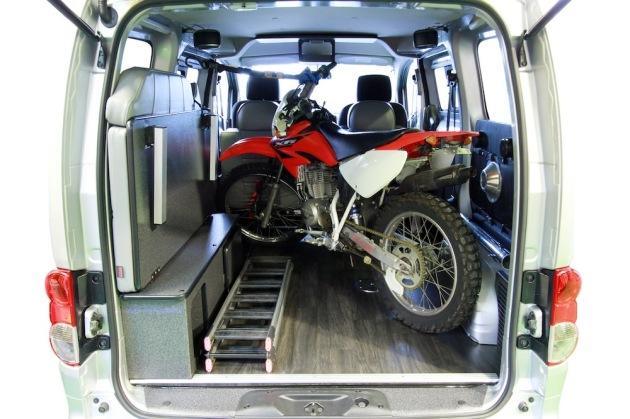 Nv200にオフロードバイクの積載トランポハイエース他内装設計