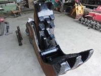オカダアイヨン製 0.7用コンクリート油圧圧砕機