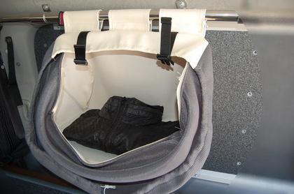 車中泊(車内泊)の二人旅 で小栗伸幸が実際に車中泊を体験して考えられた車中泊便利グッズ第一弾!