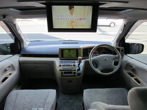 純正ツインナビTVには地デジチューナー取付走行中も視聴が出来るようにTVキットも取付これで走行中、DVDの視聴もOK牧場!